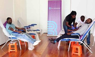 Banco doa sangue e equipamentos