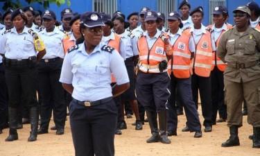 Mulheres polícias realizam 'Operação Stop'