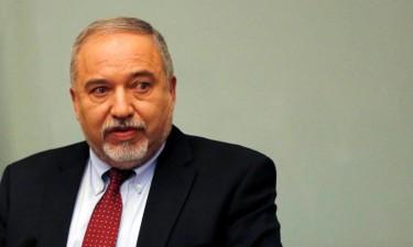 Ministro da Defesa demite-se