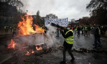 Violência durante protestos faz 133 feridos e 412 detidos