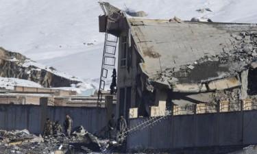 Ataque em base militar causa 65 mortos