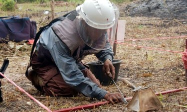 Explosões de minas causa dois feridos