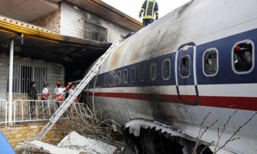 Queda de avião faz 15 mortos