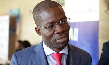 Crise 'trava' autocarros rápidos em Luanda