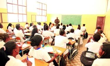 Educadores debatem reprovação
