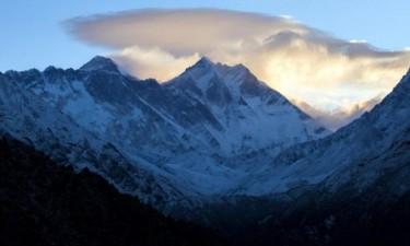 Três alpinistas morreram ao tentar escalar o Evereste