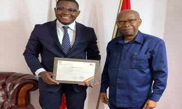 Estudante angolano premiado pela embaixada na Polónia