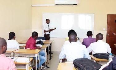 Universidades privadas 'proibidas' de aumentar propinas