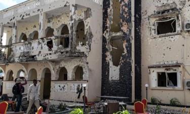 Ataque a hotel faz 26 mortos e 56feridos