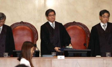 Tribunal ordena novo julgamento da ex-presidente