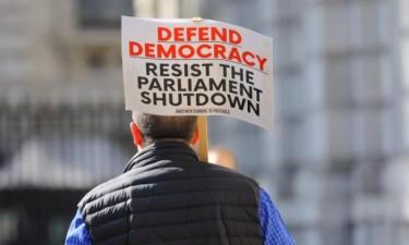 Multidões protestam em várias cidades
