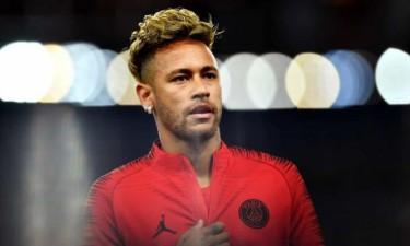 Neymar prestes a assinar pelo Barcelona