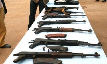 Detidos dois acusados de venda de armas