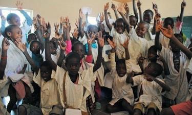 Mil crianças no Cazenga vão receber bolsas de estudo