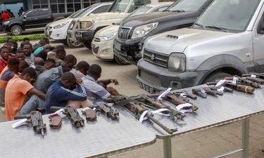 Polícia detém 53 criminosos e recupera 21 carros roubados