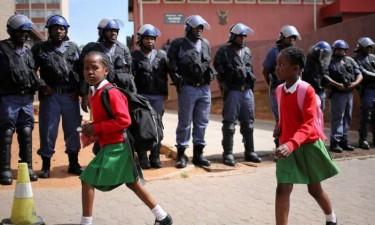 População aconselhada a ficar em casa devido à violência