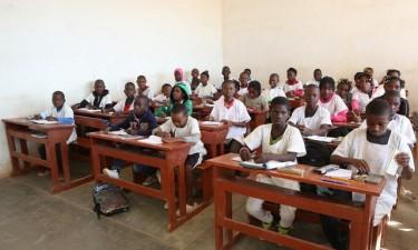 Meninas estão a abandonar a escola devido à gravidez precoce
