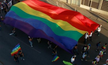 Governo legaliza aborto e casamento 'gay'