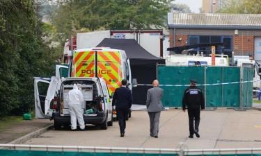 39 pessoas encontradas mortas dentro de um camião