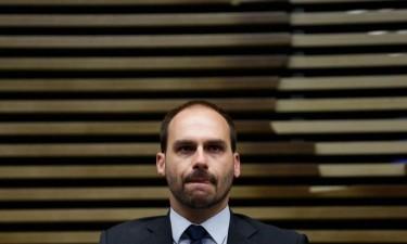 Filho de Bolsonaro desiste de ser nomeado para embaixador nos EUA