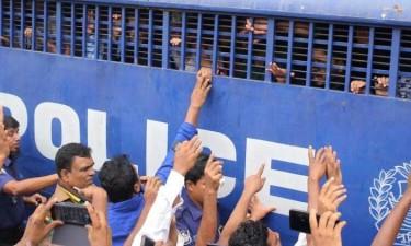 Condenadas 16 pessoas à morte por queimarem viva denunciante de assédio