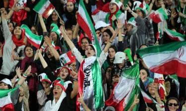 Irão abre estádios a mulheres