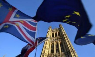 Parlamento britânico suspenso até 14 de Outubro