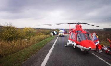 Colisão entre autocarro e camião faz 13 mortos
