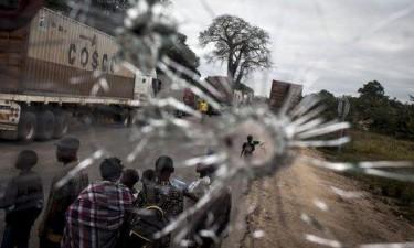 Ataque armado contra autocarro faz quatro feridos