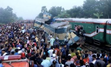 Colisão entre comboios faz 16 mortos