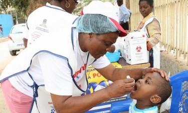 Vacinação contra pólio começa esta sexta-feira