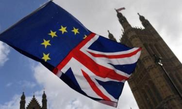 Britânicos votam em eleições antecipadas cruciais para o Brexit