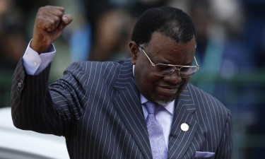 Presidente namibiano reeleito com 56,3% dos votos
