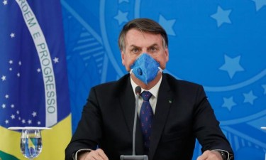 Bolsonaro pede reabertura de escolas, comércio e fim do isolamento
