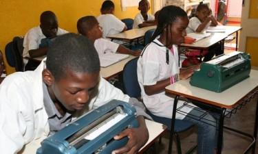 Escola de ensino especial carece de professores