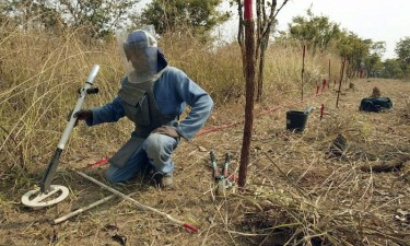 Angola suspende acções de desminagem