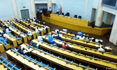 Deputados doam 25% do salário para combate à pandemia