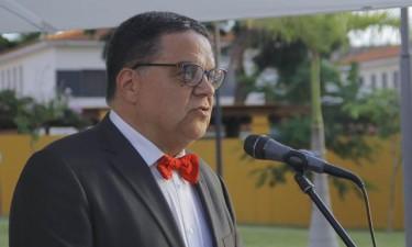 Carlos São Vicente sob termo de identidade e residência