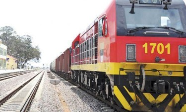 Colisão entre comboios causa cinco feridos