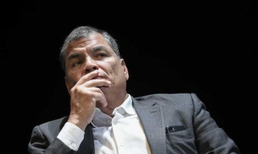 Equador ordena detenção de ex-presidente Rafael Correa