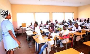 Escolas secundárias públicas autorizadas a cobrar taxas