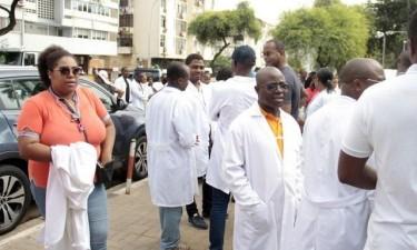 Médicos marcham em memória ao colega