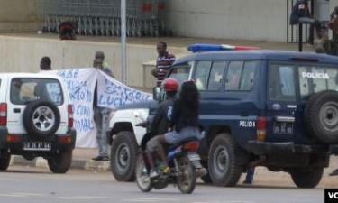 Polícia detém manifestantes em Calandula