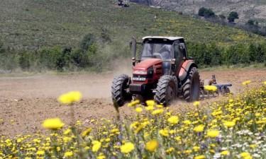 Angola promete entregar tractores a ex-militares