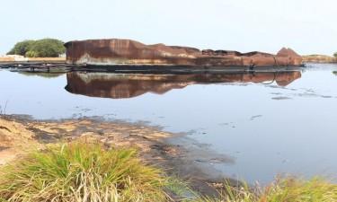 Derrame de petróleo afecta costa marítima do Nzeto