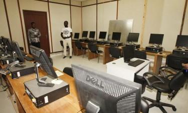 Escolas ganham laboratórios de informática