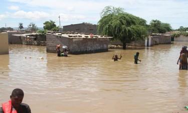 Chuvas desalojam cerca de 30 famílias