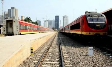 CFL retira combustível de cisternas de comboio