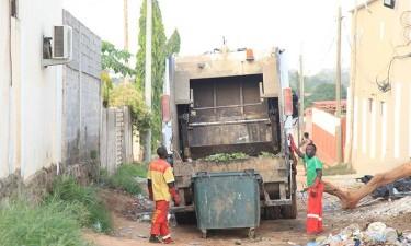 Empresas de limpeza urbana colocam mais  de 1.300 no desemprego