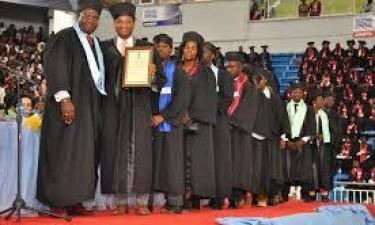 Primeiros mestres do ISCED recebem diplomas
